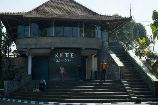 Ketep Pass: the building