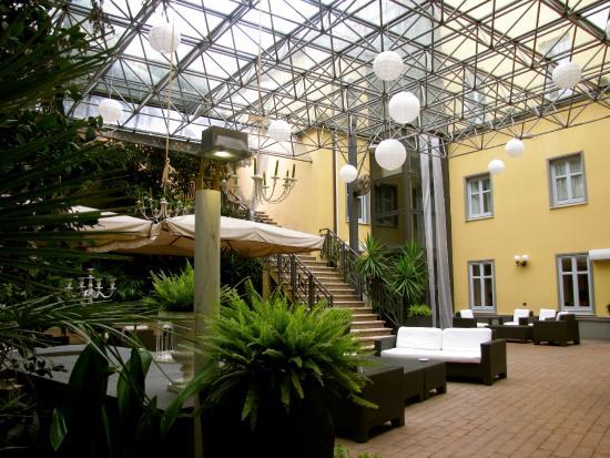 Hotel Villa Traiano: courtyard