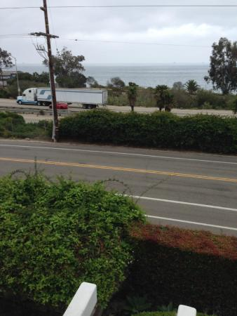 Summerland, Californië: Trucks make a lot of noise. This is from the door to the room.