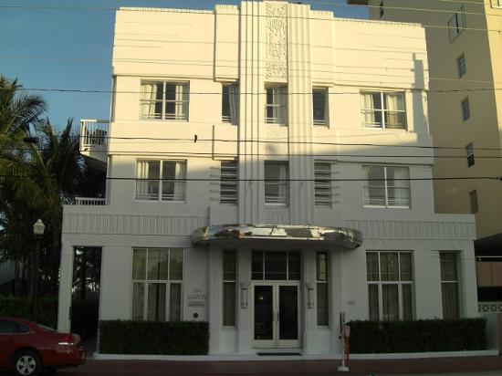The Savoy Hotel & Beach Club: Вход в отель