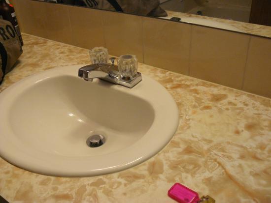 Bella Beach Inn: very very basic bathroom