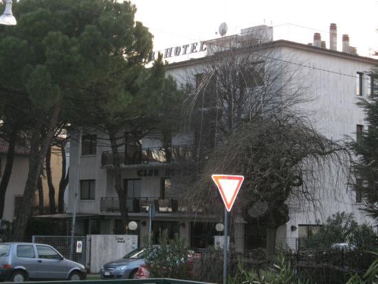 Club Hotel: Outside 2