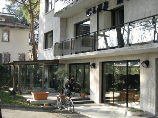 Club Hotel: Outside