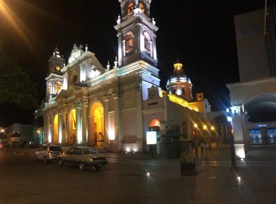 Salta Katedral: Quando as luzes se acendem ela fica mais bonita