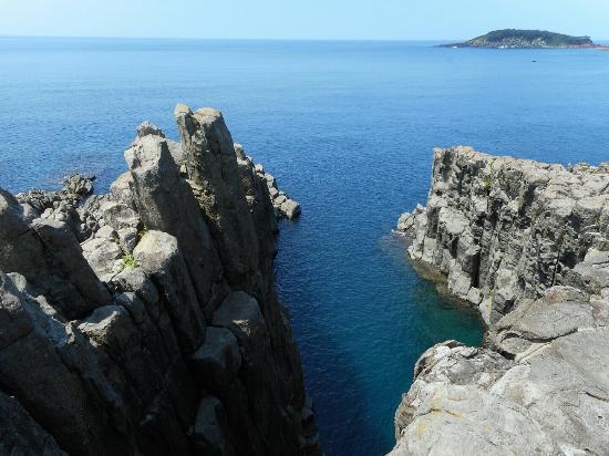 Tojimbo Cliff