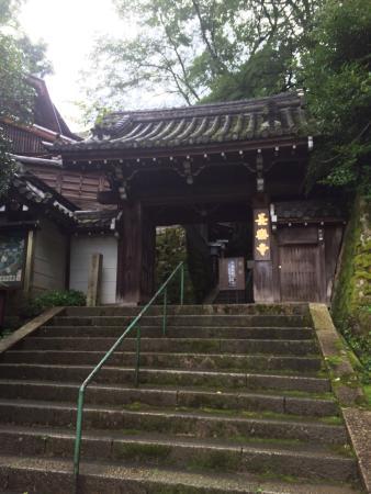 Chorakuji Temple : 朝のお勤めさせて頂きました! こちらの寺の宿坊に泊まり、翌朝朝のお勤め行ってきました。私一人ということでかなりプレッシャー感じましたが、住職の後にお経を続けて唱える、非常に貴重な経験でした。お