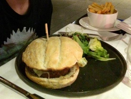 Fashion's Restaurant & Bar: Burger