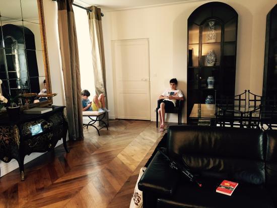 Chateau De La Ronde: El salón