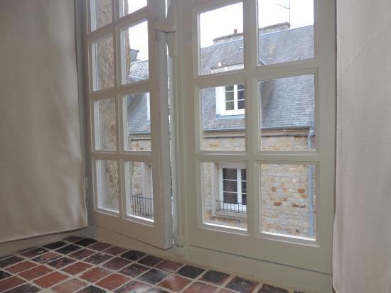 Hotel Tanquerey de la Rochaisiere : Fenêtre chambre