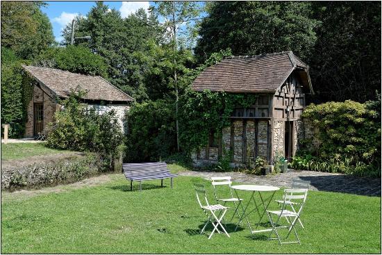 Dans Le Jardin Picture Of Maison Elsa Triolet Aragon Saint