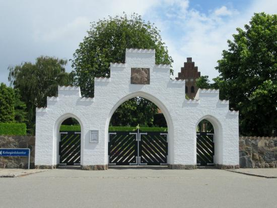 Frederikssund Municipality, Denmark: Indgangsportalen til kirkegården