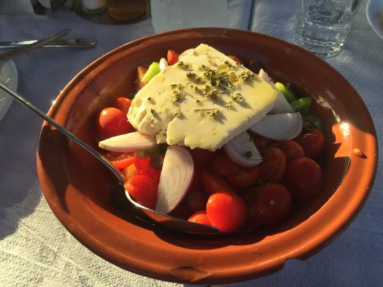 Milos Taverna : Every ingredient fresh and local
