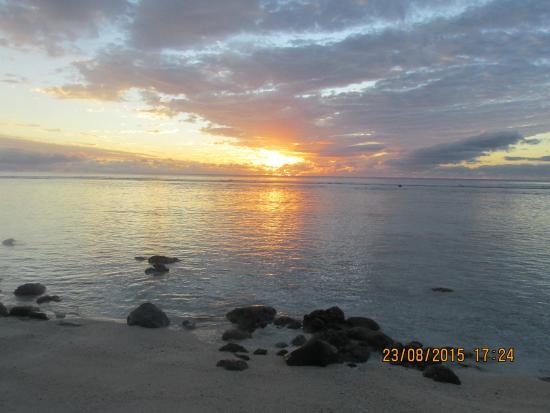 Subset On The Beach Picture Of Sunset Resort Avarua