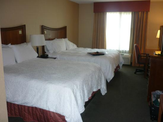 Hampton Inn & Suites Fresno: DOUBLE ROOM