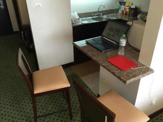 Miri Marriott Resort & Spa: Working at the breakfast bar