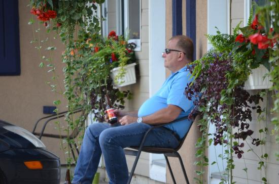 Motel Homeric: Enjoying the day