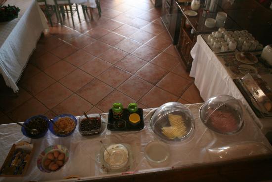 Aeolos Hotel: 조식상차림