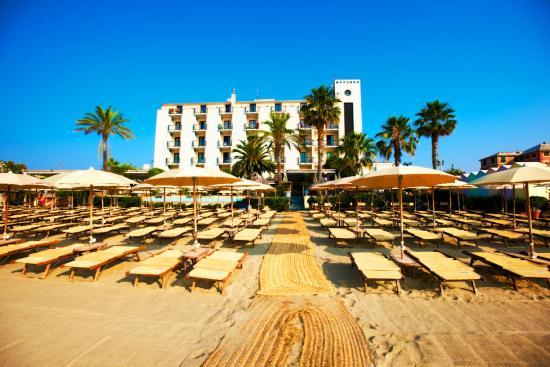La spiaggia del Mare Hotel - Picture of Bagni Marea, Savona ...