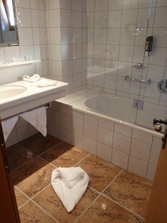 Hotel Zur Pfeffermühle: Baño de habitación doble