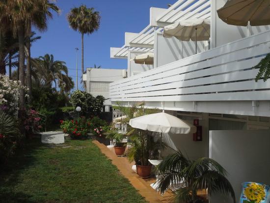El Capricho Apartamentos: сад и терассы