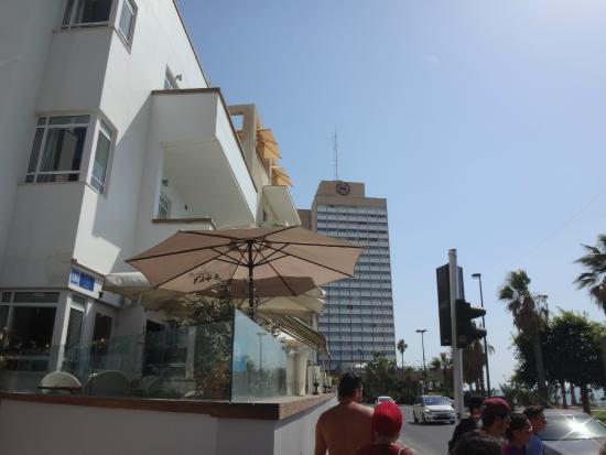 Gordon Hotel & Lounge: Restaurant Front