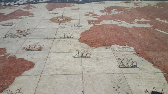Padrao dos Descobrimentos: Le parvi devant le monument
