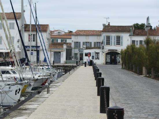 Port de Saint-Martin-de-Ré: Près du port