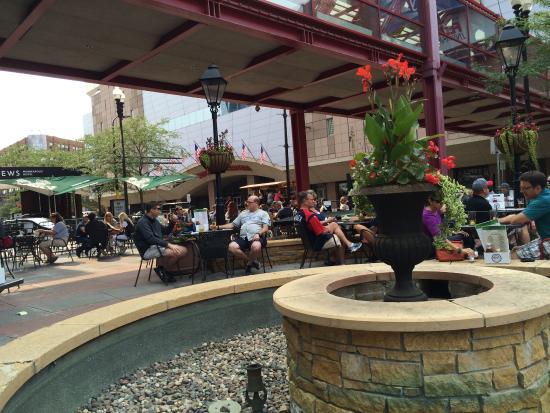 Kieran's Irish Pub: Great patio for pre-game