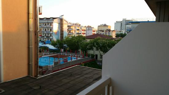 Hotel Sofia - Jesolo: vista piscina da camera 722 del Sofia 2