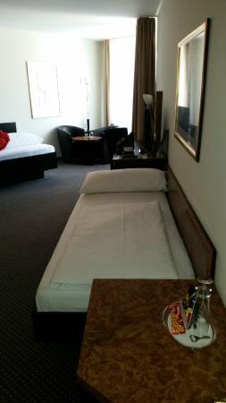 Mercure Hotel Plaza Essen : Kleines Bett