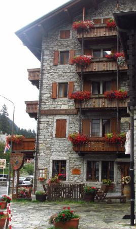 Residence Hotel Cima Jazzi: l'hotel visto dal paese