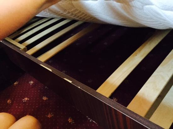 Hotel Villa Nico : Not conducive to a good night's sleep!