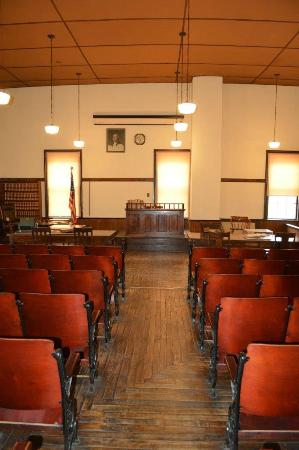 Old Courthouse Museum: Court Room