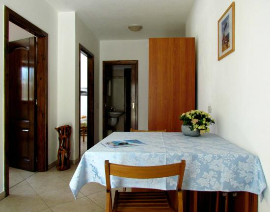 Cucina con angolo cottura attrezzato - app.to SCIROCCO piano terra ...