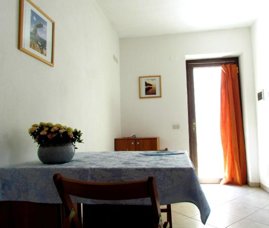 Cucina con angolo cottura - app.to SCIROCCO piano terra - Picture of ...