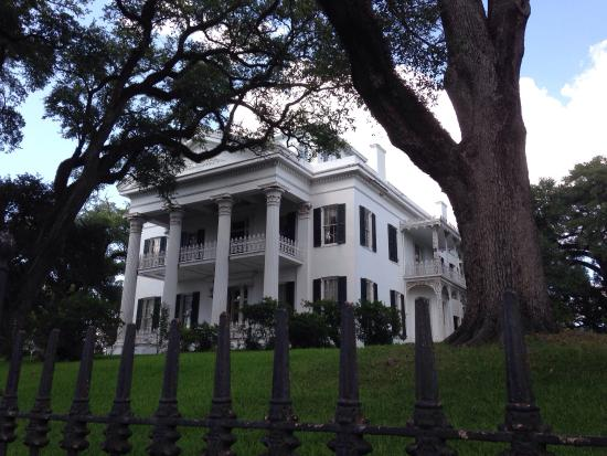 Natchez, MS: Beautiful home. The inside hallway is massive. Love the blue room on the second floor.