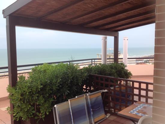 Hotel Cristina: Terrazzo 2