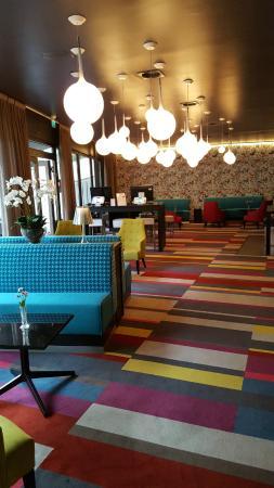 Thon Hotel Maritim: холл