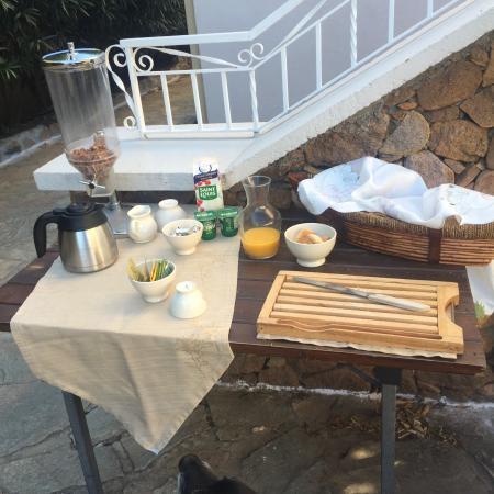 A l'Ombre Du Clocher: Le petit dejeuner, et les confitures Home Made
