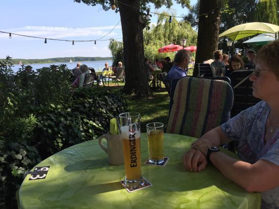 Am Mellensee, Alemanha: Ein romantisches schönes Restaurant mit großem Biergarten direkt am See