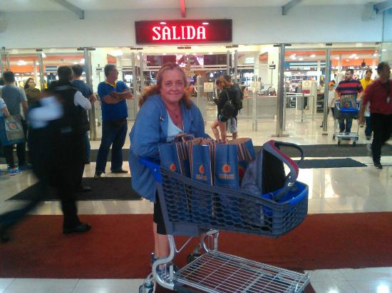 d44ff2eb4e Duty Free Shop Puerto Iguazu - Compras!!! - Picture of Duty Free ...