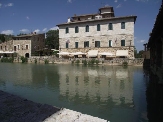 La vasca termale picture of terme bagno vignoni bagno vignoni tripadvisor - Bagno vignoni tripadvisor ...