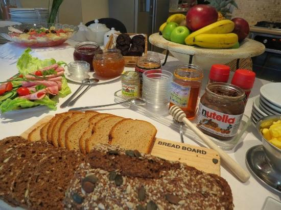 Mandalay Guest House: Fresh buffet style continental breakfast