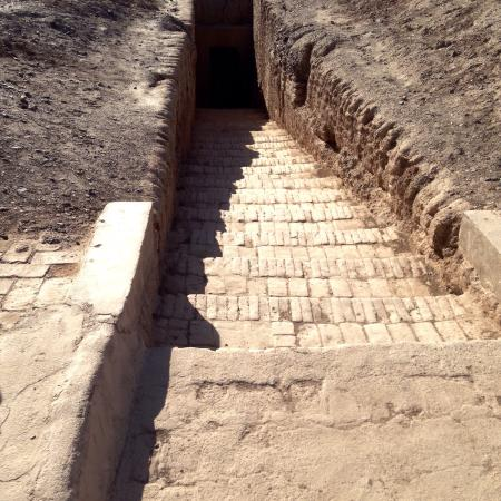 Astana-Karakhoja Tombs : Esterno