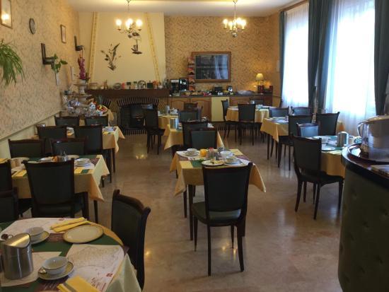 Fagnieres, Francja: Breakfast room