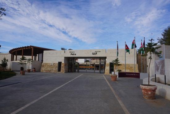 Petra Museum: Вход в Петру.