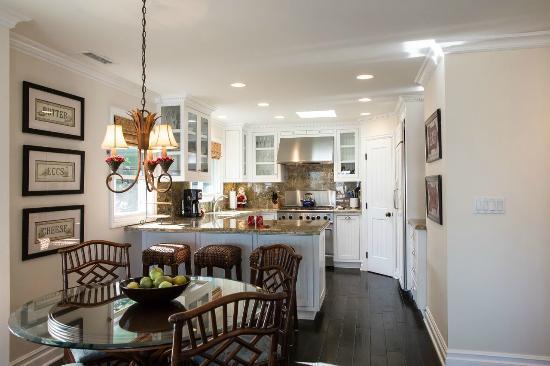 Casa de Balboa Beachfront: Kitchen 229