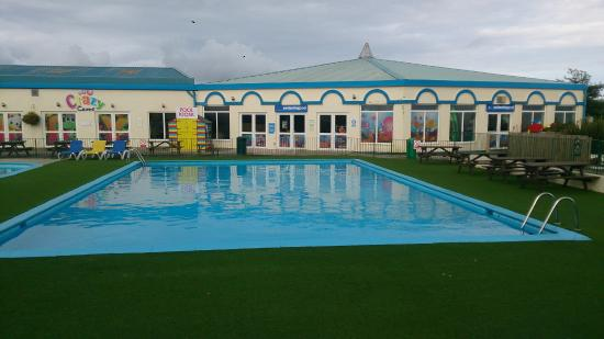 ‪‪Parkdean - Mullion Holiday Park‬: Pool and indoor Pool complex‬