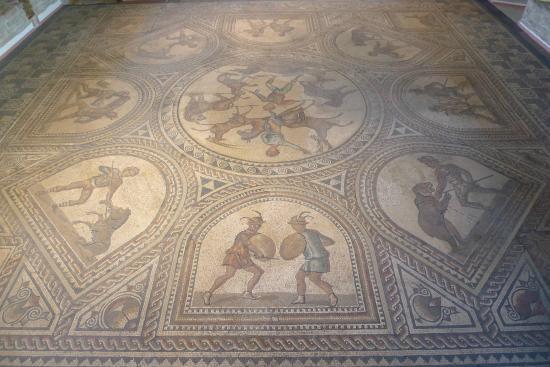 Romerhalle und Romische Villa