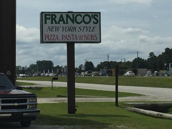 Franco's Pizza: Signage